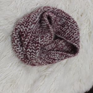maroon and white knit circle scarf